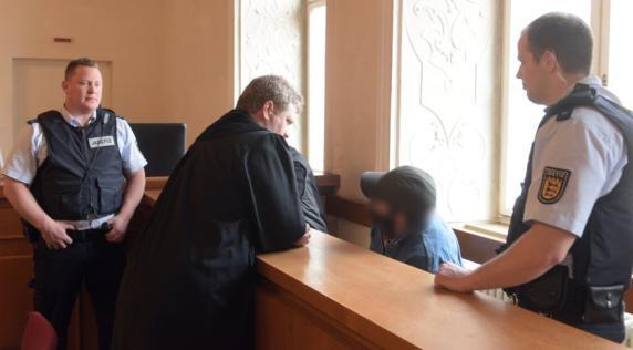 Motiv: Rache an der Gesellschaft - Urteil gegen A7-Steinewerfer von Ellwangen