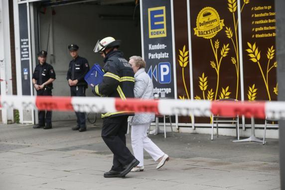 Polizei durchsucht nach Messerattacke Flüchtlingsunterkunft