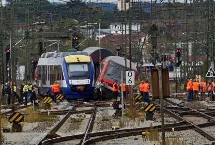 Augsburger Hauptbahnhof gesperrt: Zwei Züge kollidieren - Großalarm