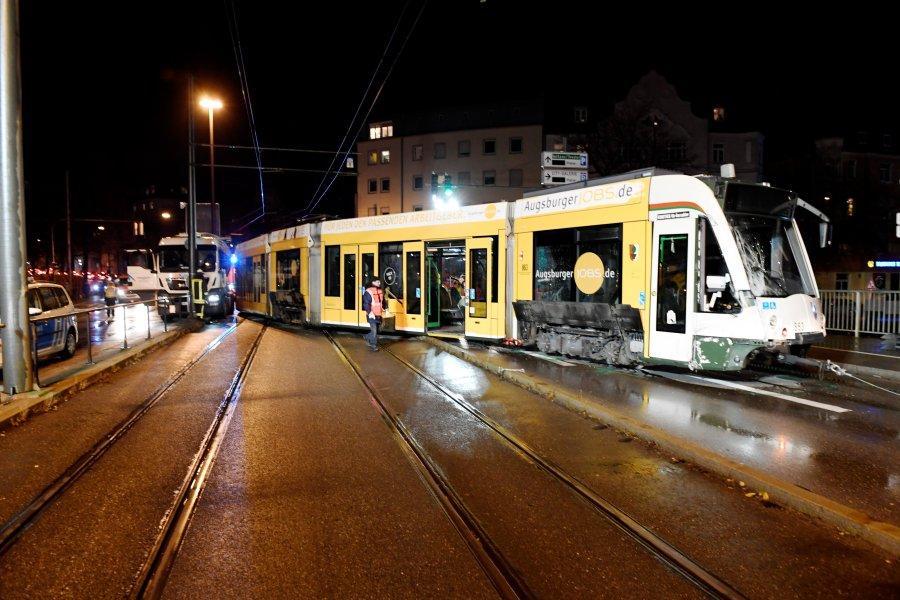 http://bilder.augsburger-allgemeine.de/img/incoming/origs43239146/0540411552-w900-h960/Unfall.jpg