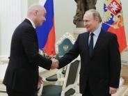 In Moskau: Putin und FIFA-Boss Infantino besprechen WM-Vorbereitung