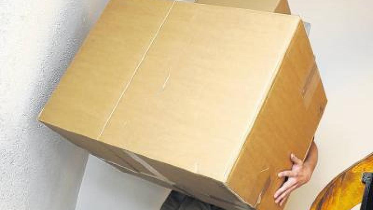 dillingen flog frau f r asylbewerber aus ihrer wohnung nachrichten bayern augsburger. Black Bedroom Furniture Sets. Home Design Ideas