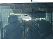 Obergriesbach: Anwohner wirft großen Stein auf vorbeifahrendes Auto