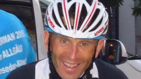 Ganz entspannt: <b>Bernhard Krause</b> ist froh, dass er&#39;s geschafft hat. - Copy-20of-20Ultraradmarathon-Graz-Juni15-6