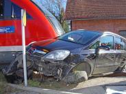 Neuburg/Kammel: Zug schleift Auto zehn Meter mit