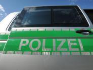 Münsterhausen: Unbekannte schütten klebrige Masse auf Auto