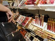 Krumbach: Ladendiebin versteckt Lippenstifte im Dekolleté