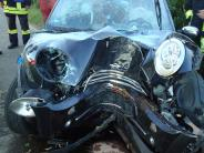 Landkreis Günzburg: Ersthelfer befreien Frau nach schwerem Unfall aus Auto