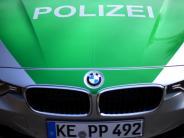Polizei: Mann will Frau in Auto zerren: Zeugen gesucht