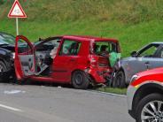 Edenhausen: Drei Fahrzeuge stoßen auf der B 300 zusammen