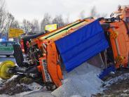 Landkreis Günzburg: Mehrere Unfälle: Der Schnee wirft einiges um