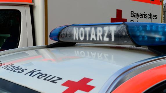 Kreis Donau-Ries: 19-jähriger Autofahrer stirbt wegen kaputten Auspuffrohrs