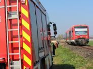 Pfaffenhausen: Auto prallt gegen Zug an Bahnübergang