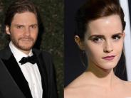 Kino: Daniel Brühl mit Emma Watson vor der Kamera