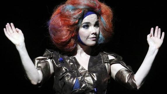 Sängerin Björk wurde angeblich von dänischem Regisseur belästigt