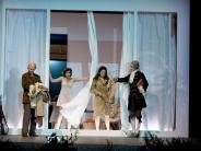 Endlos-Sprachteppich: Modegemetzel mit Heidegger - Jelineks neues Stück in Düsseldorf