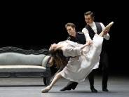 Nationaltheater: 1000 Seiten Buch in 100 Minuten Tanz