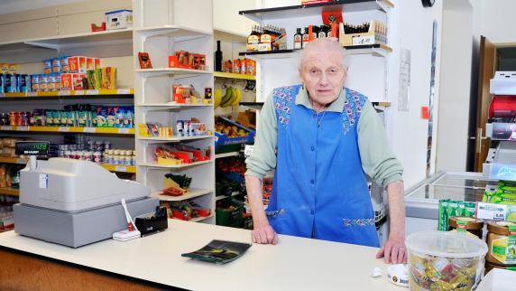 Kreis Landsberg: Männer überfallen und bedrohen 83-Jährige in Lebensmittelgeschäft