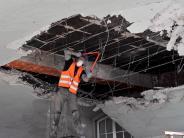 Bildergalerie: Entsorgungsfahrzeug rammt Torbogen