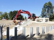 Utting: Noch wird Lehm auf den Damm geschüttet