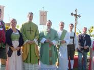 Apfeldorf: Die Pfarreiengemeinschaft feiert vor einer Traumkulisse