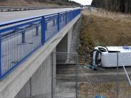Kreis Landsberg: Fahrer schläft ein und schanzt über die Böschung