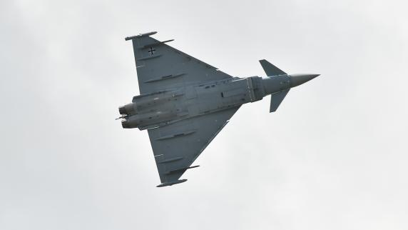 Abfangjäger der Bundeswehr zwingen Flugzeuge zum Landen class=