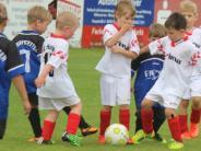 Jugendfußball: Mal überlegen, wo der Ball hin muss