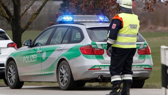 Tödlicher Unfall bei Horgau: 22-jähriger Traktorfahrer von eigenem Anhänger überrollt