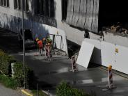 Landsberg: Pflugfabrik: Bauteile fallen auf die Straße