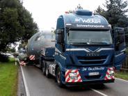 Region Landsberg: Eine Transall ist auf der Straße unterwegs