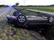 Unfall bei Igling: Auto überschlägt sich