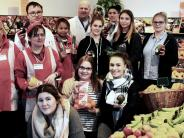 Soziales Engagement: Auszubildende helfen im CAP-Markt