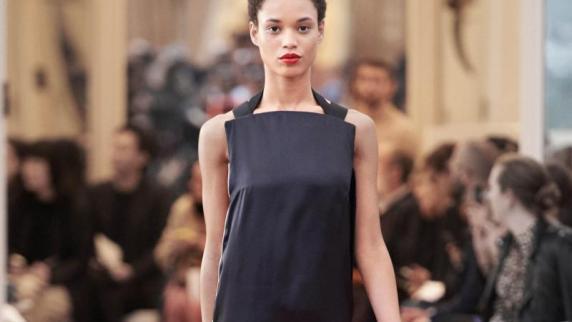 Anziehend: Die Mode-Trends: Skandinavischer Schick: Unaufgeregte Mode-Stilbrüche