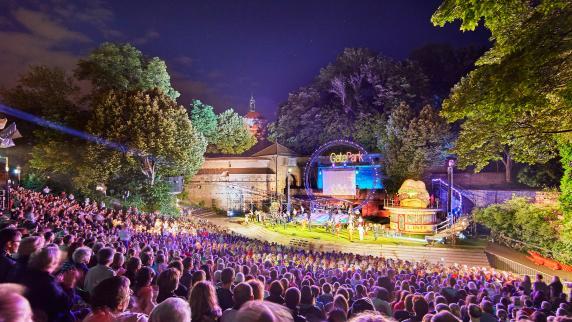 """Festspielsommer: """"Cabaret"""" auf der Freilichtbühne am Roten Tor in Augsburg"""