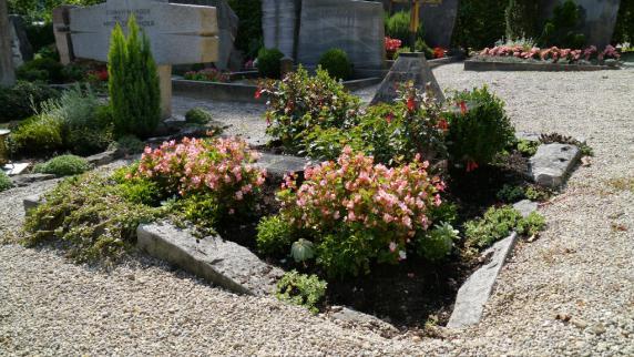 Rat & Hilfe im Trauerfall: Mit Blumen erinnern