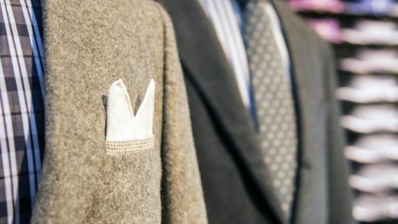 Männermode und mehr: Einstecktuch muss zum Hemd und nicht zur Krawatte passen