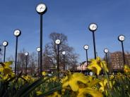 Entspannt die Uhr verstellen: Ältere Menschen brauchen Sommerzeit nicht zu fürchten
