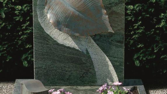 Rat und Hilfe im Trauerfall: Grabmal als Symbol für die Ewigkeit von Steinmetz Huber