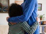 Erziehungs-Tipp: Elternteil schwer krank: Verschweigen belastet Kinder nur