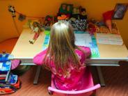 Empfehlung für Eltern: Kinder bei Hausaufgaben alle 30 Minuten aufstehen lassen