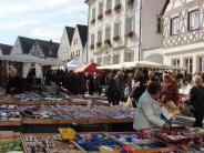 Schärtlesmarkt Monheim am 22.10.17: Marktplatz als Mittelpunkt menschlicher Begegnung