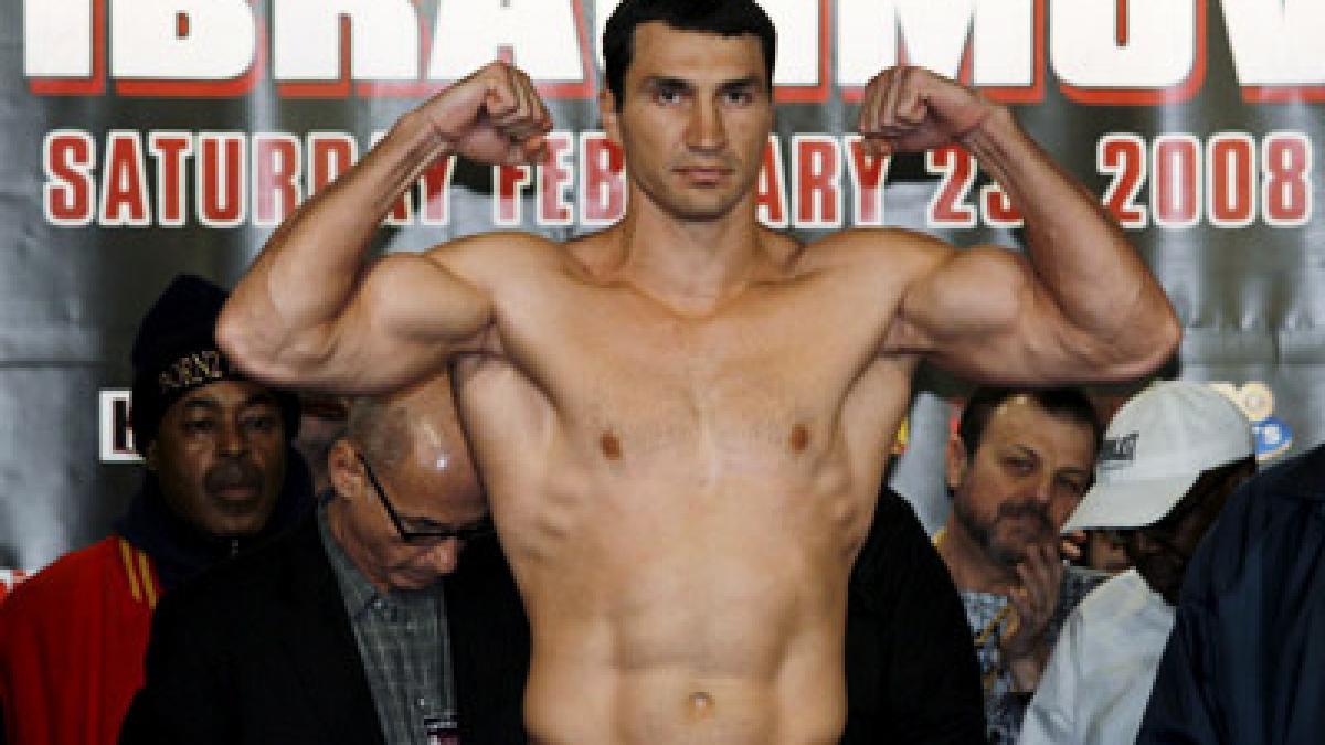 Nackte Boxer wiegen Bilder ein