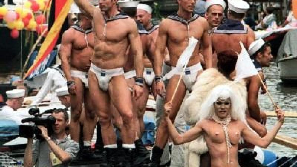 Bilder von jungen schwulen Männern
