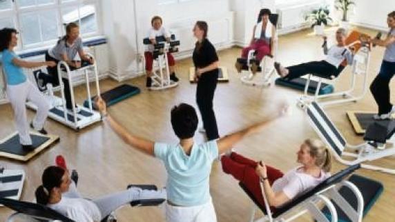 Frauenkurse-Unbeobachtet-tischlern-oder-trainieren.jpg