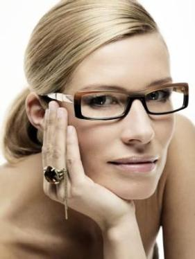 make up farben auf brille abstimmen promis kurioses tv augsburger allgemeine. Black Bedroom Furniture Sets. Home Design Ideas