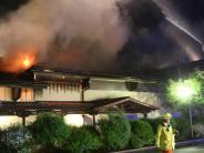 Feuerwehr: Reisebus brennt vor dem Parkhaus am Bahnhof