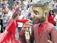 Kultur im Unterallgäu: Menschen und Marionetten auf der Memminger Meile