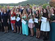 Krankenpflegeschule in Mindelheim: Glückliche Absolventen an preisgekrönter Schule