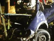 Unfall: 21-Jähriger wird aus Auto geschleudert